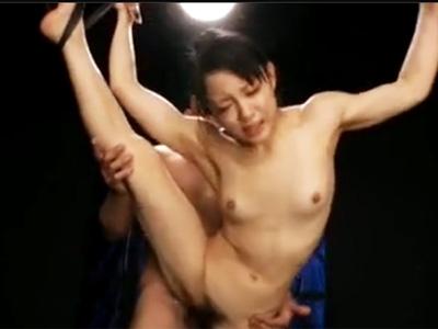 引き締まった美ボディの体操女子が軟体を活かして大開脚SEX