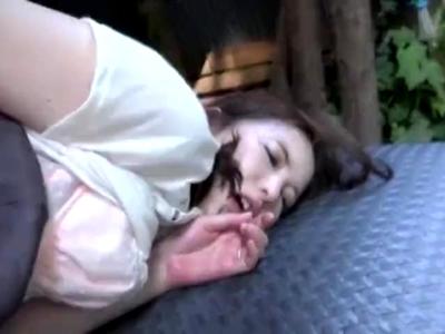「ケツの穴…ほじほじしてえ!」野外のアナルプレイで狂ったようにイキ続けるガイ〇チ娘!