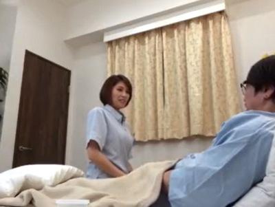 体調が悪いフリをして心配した看護師さんとねっとりハメ倒しw
