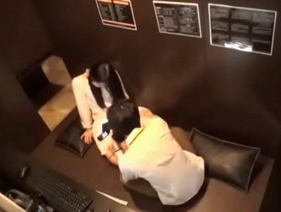 「気持ち良くて声出ちゃう♥」営業中のネカフェで撮られたガチものカップルパコ