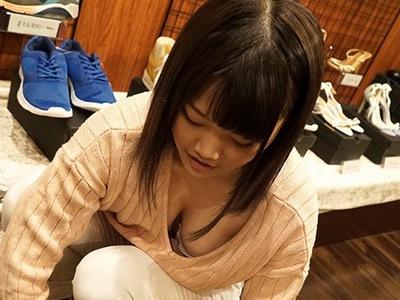 吉祥〇に実在するクツ屋で働く巨乳18歳→ロケット乳をぷるぷる言わして自らAV志願