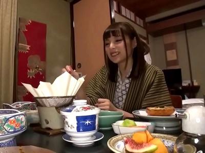 「すごぃおいしそ~♥」SS級の美女と温泉旅館でハメ倒し!料理を頂いたあとは朝まで名器を頂く!