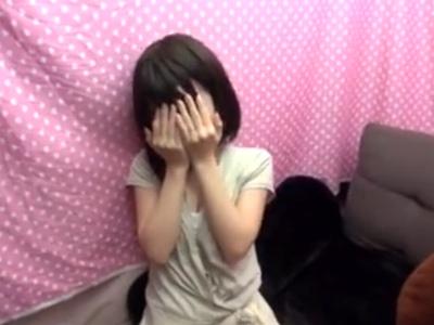 「いや…ちょっとヤメてください!」リアルチンポに本気で嫌がる美少女がキツマンで包み込んでお掃除フェラまでw