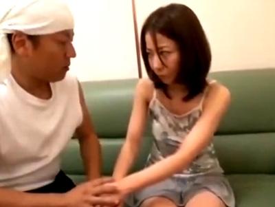 欲求不満妻と淫らな関係に!ドカタ系のデカチンをヤラしい顔で頬張る淫乱妻