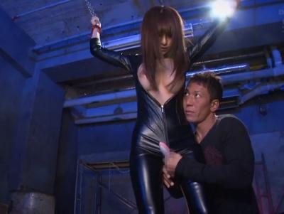 「や、、ヤメろぉ…!」捕らわれた美人捜査官が膣の奥まで入念に調教される!