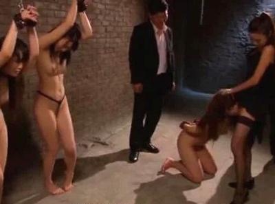泣き叫んでも終わらない調教!3人の美女が独房の中でエンドレスパコ