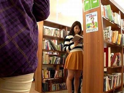 図書館で見つけた美人OLやJDを静寂の中でサイレントレイプ!声の出せない状況で必死に抗う姿に興奮するレイパーたち