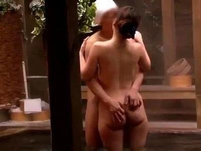 「え…?混浴なの?」寝取られ願望強すぎの夫のせいで温泉旅館で生中出しされた人妻