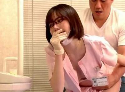 「んんっ…声出ちゃぅ♡」美人な歯科衛生士はオチンポ大好き!自分から乳を押し付けて膣内治療w