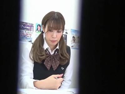 塾の授業中にひたすらアソコをイジられるJKtati!声も出せない状況で必死に耐える顔w