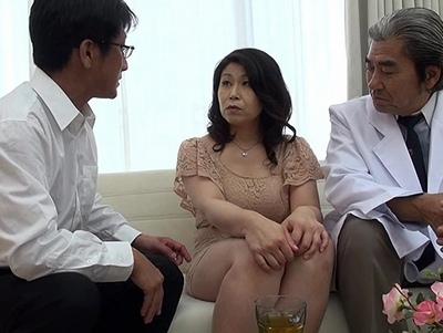 産婦人科の悪徳オヤジ医師にその豊満な体を寝取られた熟女妻