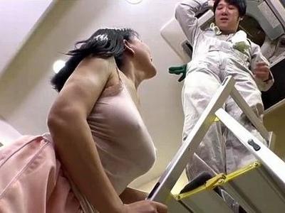 エアコン修理にきた家の奥さんが爆乳!ムラムラ抑えきれずにそちらも修理開始w