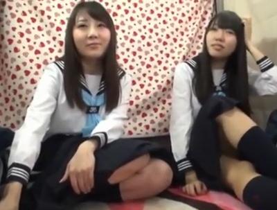 東京に修学旅行に来ていた田舎JKたちをナンパして生フェラ体験!