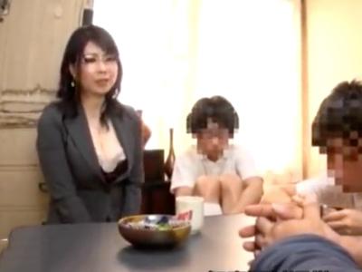 「そこはだめよ!ぁぁッ」ショタ男に性感帯を刺激され感じまくりな熟女妻