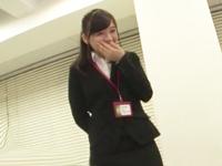 「会社で勃ってる人初めて見たw」オフィス勃起を目撃した美人OLが発情フェラ