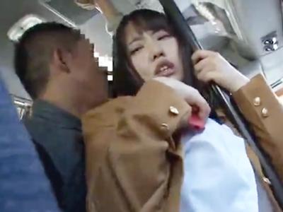 バス内で痴漢されるも抵抗出来ずパコられてしまうJK達w