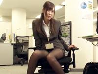 残業中のオフィスで酒盛り→同僚とスーツのままストレス発散パコ