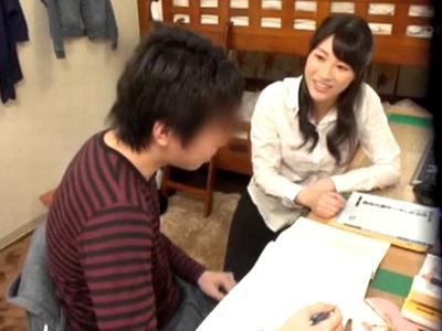 巨乳カテキョの女子大生が教え子と生ハメする一部始終を盗撮!