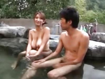「いっぱい中に出してぇ」巨乳熟女と中出し温泉旅行w