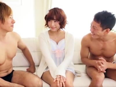 ロリ顔巨乳娘・紗倉まなが3Pセックス→おマンコザーメンまみれの連続中出し!
