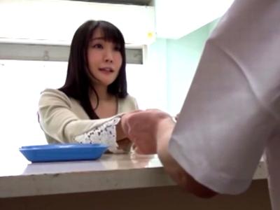 何も知らずに媚薬を処方された巨乳人妻を訪問して中出しレイプする鬼畜医師w