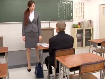 生徒や同僚の肉便器にされ毎日性処理強要されるスレンダー教師・一ノ瀬アメリ