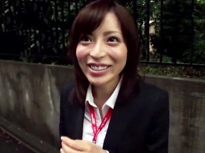 美人OL桜井彩ちゃんが既婚男性宅突撃奥さんにバレないように寝取りパコ開始!