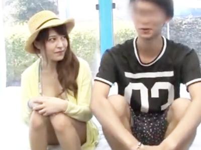 MM越しに彼氏がいるのにも関わらず寝取られる巨乳彼女