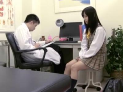 「えっ・・先生・・?」診察中のJKに生チン挿入する変態医師