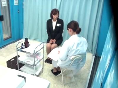 乳がん検診と騙された巨乳OLが悪徳医者のエロ施術で発情→生チンポハメられガチイキw
