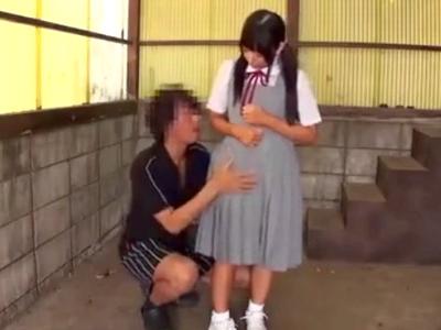 ロリ顔JKに強制イラマ→口内に大量のザーメンを注ぎ込む