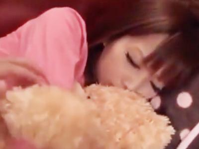 クマのぬいぐるみが大好きなギャル系美女→寝込みを襲って托卵中出し!