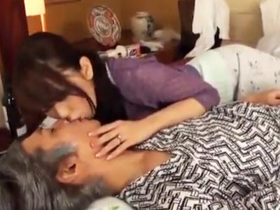 「下の介護もしてあげるね?」おじいちゃんの性欲処理まできっちりこなす巨乳ヘルパー