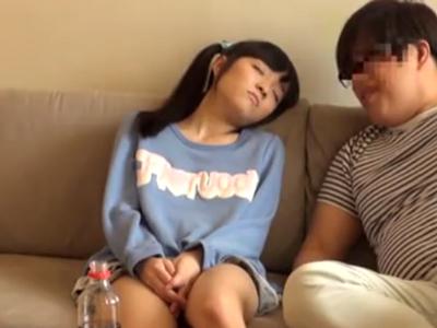 「ザーメン熱いです…」ロリ顔JKがソファの上でザーメン大量顔射パコ