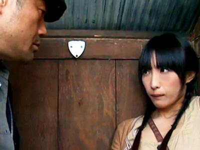 エッチに興味津々なロリ少女がオナニーを覗き見してたことがばれてハメられちゃう