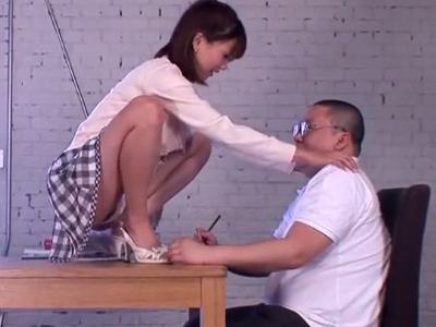 「どう?気持ち良い?」家庭教師のお姉さんが教え子のチンポを優しく性処理