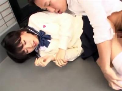 お肌がすべすべの美少女JKに素股からの生チン挿入でザーメンぶっかけ