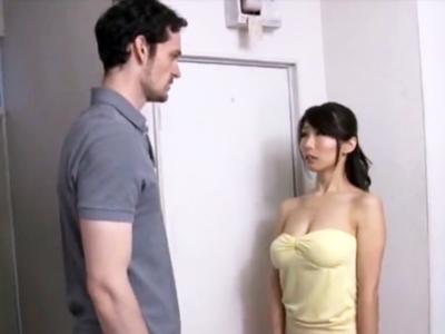 白人の極太チンポに魅了された熟女妻がガチピストンで痙攣絶頂