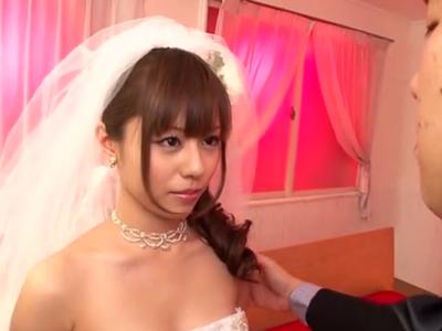 「もっときてッ」花嫁姿の瑠川リナが新郎と熱く交わる!