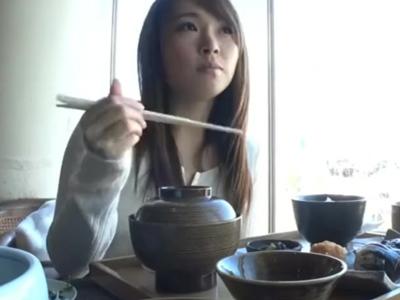 関西弁のビッチそうな素人妻をナンパして中出し