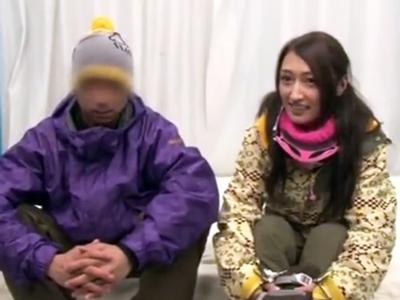 彼氏と一緒にスキーに来ていた25歳のお姉さんをマッサージの流れでNTR中出し