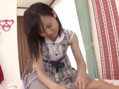 欲求不満な美少女が勃起棒を手コキ&フェラチオ抜き!