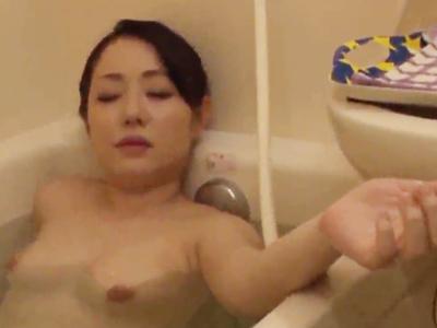 一緒に棲むことになった叔母がお風呂で上気せていたので介抱ついでにパコ
