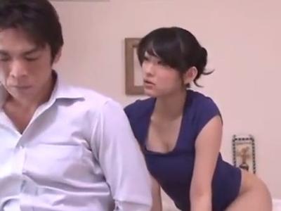 「ぁぁッすごいッ」オナニー狂の人妻が若い男を誘惑しチンポを求める