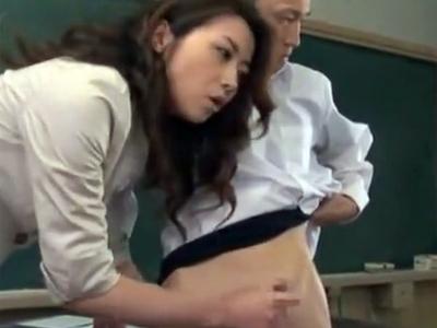 「これが勃起チンポよ!」現役AV女優が学生のチンポを使って実践式性教育