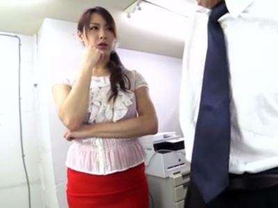 「どうしてあげよっかな‥」拘束状態の上司を逆レイプし始める痴女OL