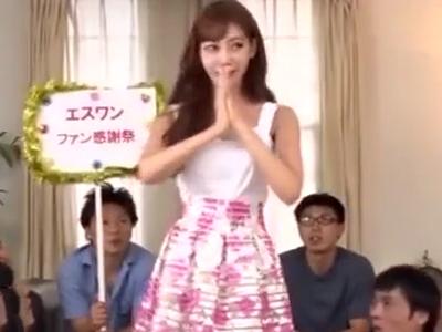大人気女優の明日花キララがファン感謝祭で素人チンポを手コキフェラ抜き