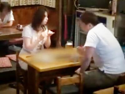居酒屋で一人で飲んでる人妻に声を掛けてお持ち帰り交渉→無事ホテルパコ成功