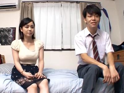 巨乳JDのお姉さんが年下男子とお部屋で本気パコ→ザーメン中出し
