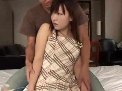 あどけなさの残る素人娘が極太チンポで子宮を刺激され可愛く喘ぎながら本気イキ